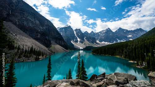 Fotografia Beautiful Landscape, Blue Lake and Reflection Landscape