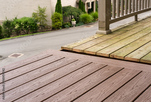Photographie  Replacement of old wooden deck with composite material