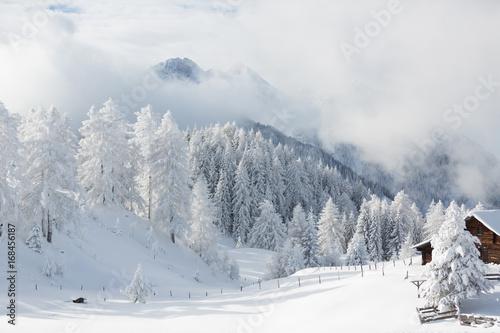 niesamowita-zimowa-sceneria-austriacka