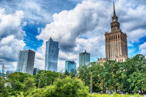 Obraz Warszawa w chmurach - fototapety do salonu