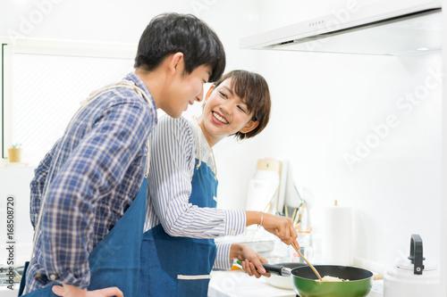 Fotografie, Obraz  楽しい料理風景(カップル・夫婦)
