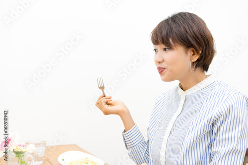 食事をする女性 Canvas-taulu