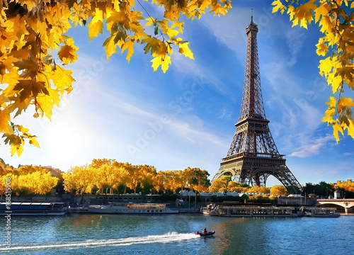 Papiers peints Paris Seine and Eiffel Tower in autumn