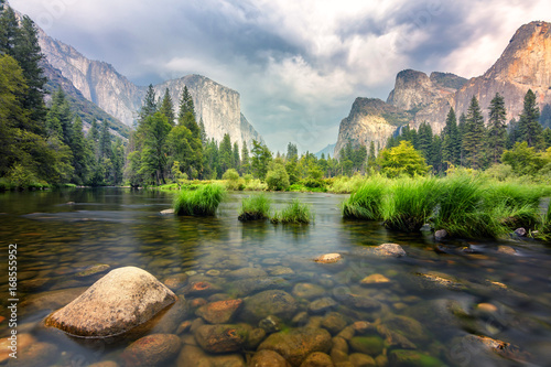 Photo  amazing views of el capitan mountain in yosemite valley, Usa