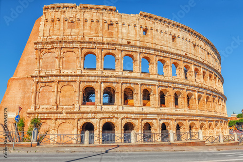 Photo  Beautiful landscape of the Colosseum in Rome- one of wonders of the world  in the morning time