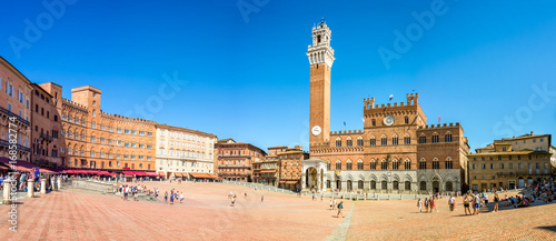 Panorama of Piazza del Campo (Campo square), Palazzo Publico and Torre del Mangi Canvas
