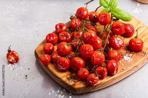 Obraz na plátně  Roasted cherry tomatoes