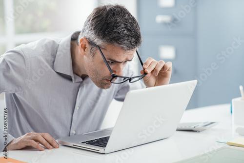 Fotografía  Workplace vision problems