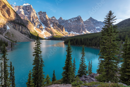 Poster Lac / Etang Sunset at Moraine lake with in the valley of ten peaks, Banff national park, alberta, canada