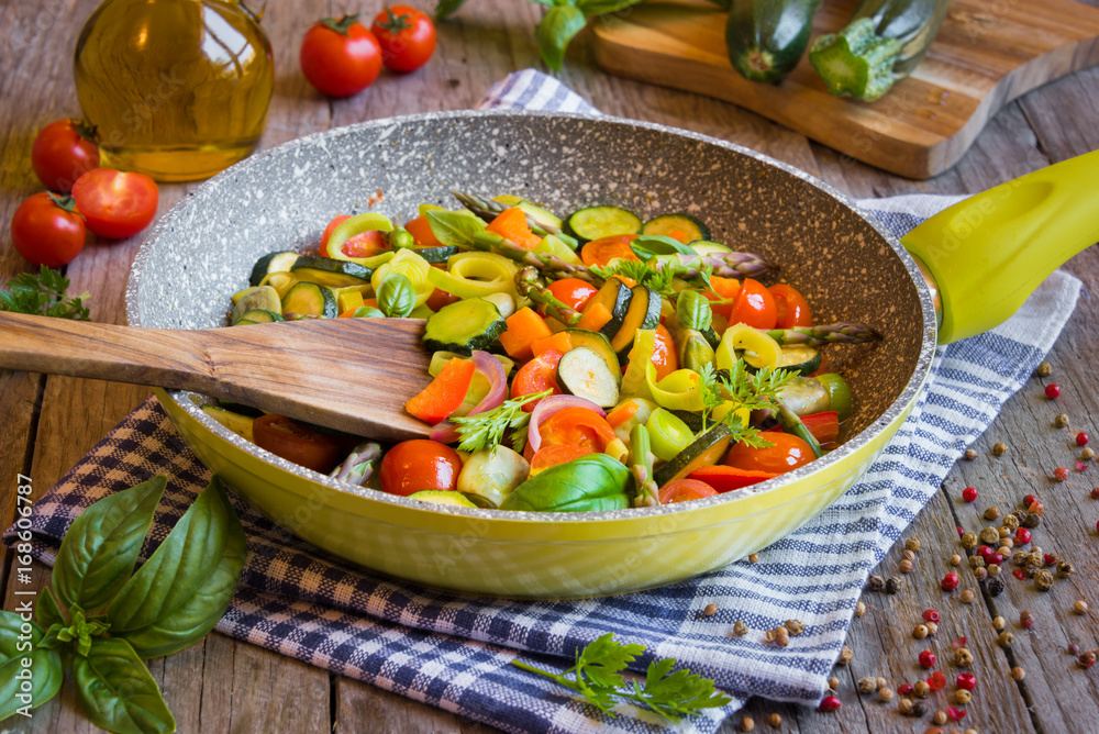 Cooked mixed vegetables on fruing pan