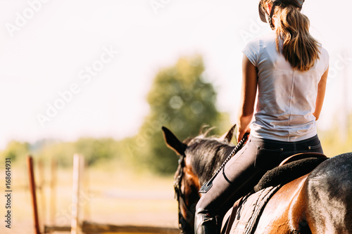 Photographie Picture of young pretty girl riding horse