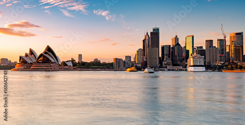 Foto auf Gartenposter Sydney Sydney skyline during sunrise, New South Wales Australia