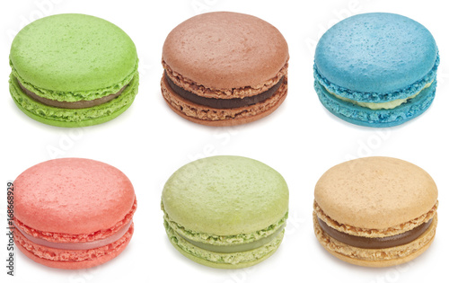 Fotomural Assorted macaron isolated on white background.