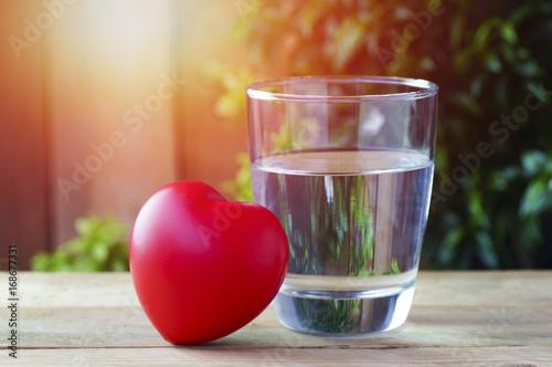 Zdjęcie XXL picie czystej wody dla zdrowego serca