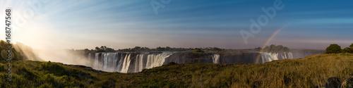 Montage in der Fensternische Wasserfalle The great Victoria Falls (Zimbabwe)