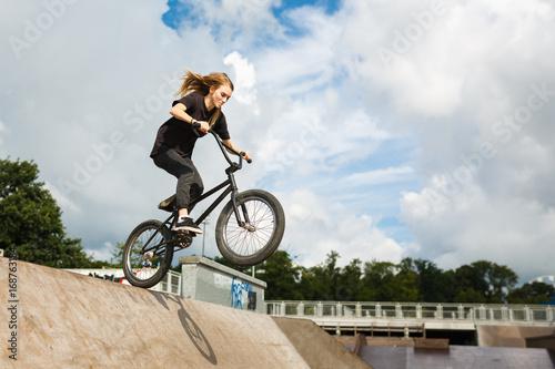 Photo BMX rider over ramp