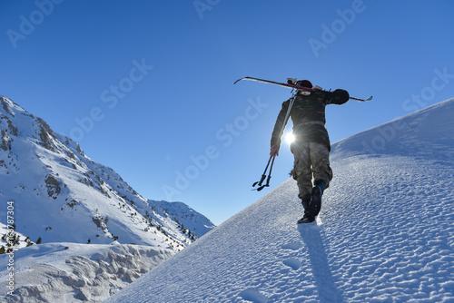 Poster Wintersporten Preparations for skiing