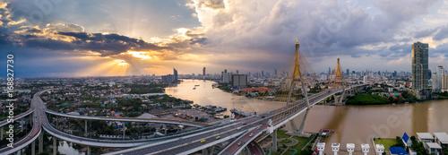 Türaufkleber Nacht-Autobahn The Bhumibol Bridge (Industrial Ring Road Bridge) (Bangkok, Thailand)