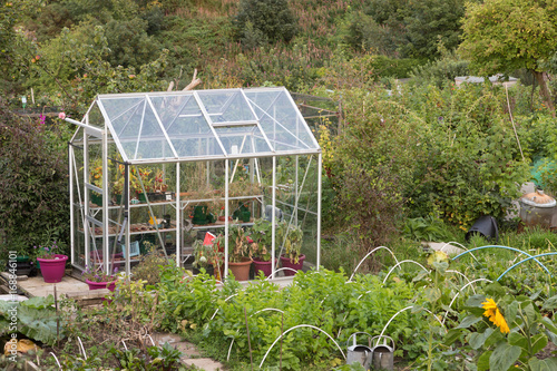 Kleines Gewachshaus Im Garten Buy This Stock Photo And Explore