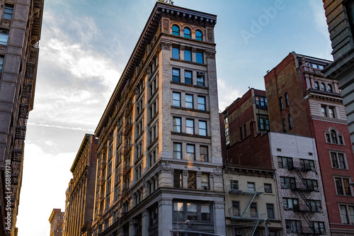 Foto op Canvas Brooklyn Bridge Sunset glows on a block of old buildings in New York City