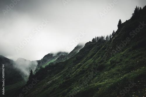 Fotografia Gloomy cloudy rugged mountain landscape
