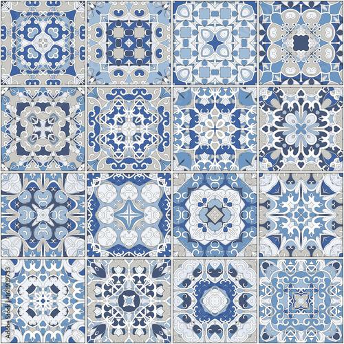 kolekcja-niebieskich-plytek-ceramicznych-zestaw-kwadratowych-plytek-z-licznymi-ornamentami