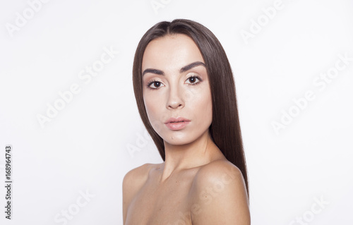 Küchenrückwand aus Glas mit Foto womenART Beauty Woman face Portrait. Beautiful model Girl with Perfect Fresh Clean Skin brunette hair and Skin Care Concept. Isolated on a white background.