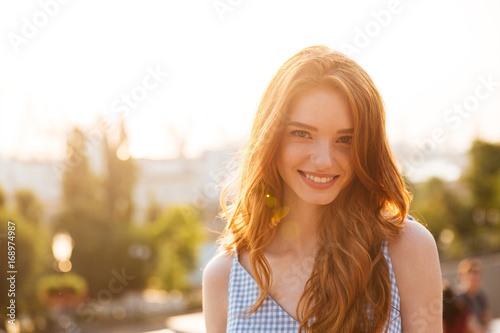 Photographie Happy pretty redhead girl with long hair
