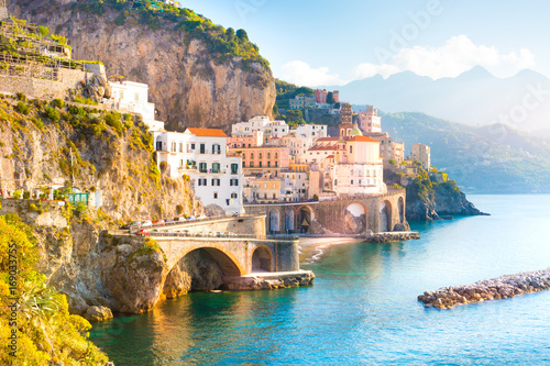 La pose en embrasure Cote Morning view of Amalfi cityscape on coast line of mediterranean sea, Italy