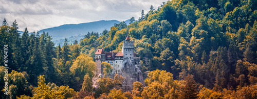 Poster de jardin Chateau Bran Castle, Romanian landmark, historic building related to Dracula, in autumn, fall