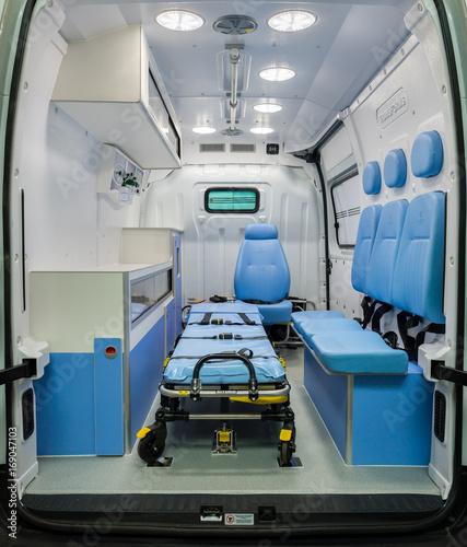 Interior vazio de uma ambulância