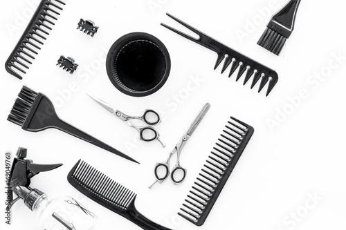 biurko-fryzjerskie-z-narzedziami-do-wlosow