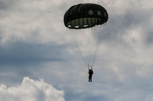 PARACHUTE JUMP - Soldier Of Th...