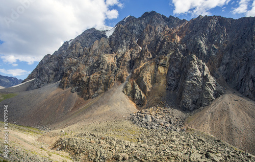 Fotografie, Obraz High in the mountains scree of stones on the slope