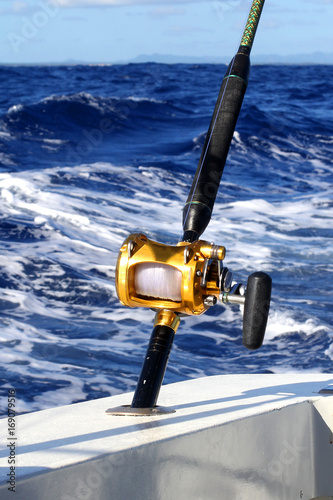 Printed kitchen splashbacks Fishing Fishing reel on the ocean
