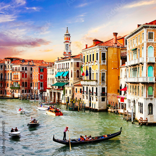 Fond de hotte en verre imprimé Venise Most beautiful and romantic city Venice over sunset. Italy
