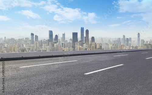 Spoed Foto op Canvas Grijze traf. Road pavement and city skyline