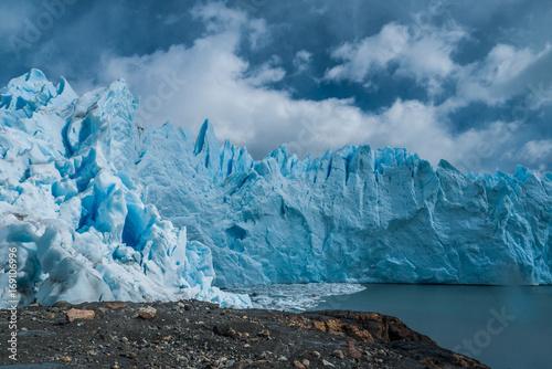 Deurstickers Poolcirkel Perito Moreno glacier under the clouds