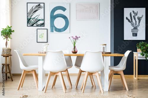 Fotografía  Dining room with plant decoration