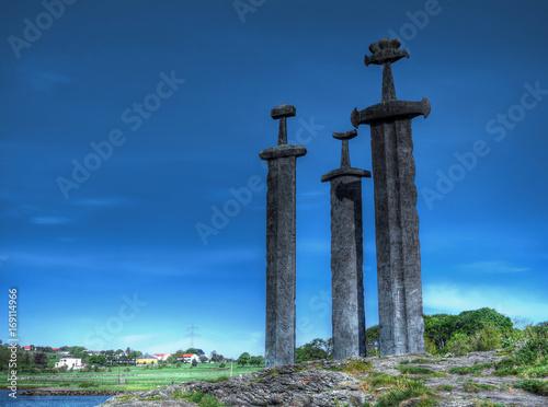 Epées dans la pierre, sculptures à Stavanger, Norvège Wallpaper Mural