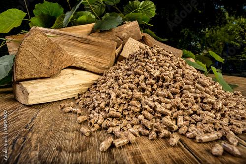 Deurstickers Brandhout textuur wooden pellet bio fuel