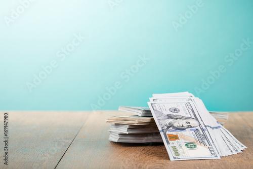 Ταπετσαρία τοιχογραφία Thousands of USA dollars cash money on table