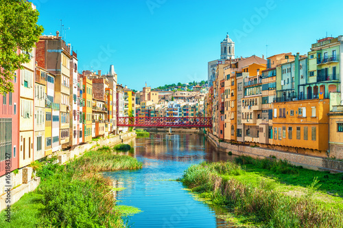 Foto  Colorful houses at river Onyar in Girona, Catalonia Spain