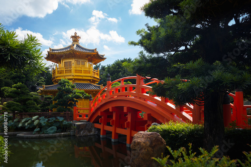 Foto op Plexiglas China The golden pavilion of perfection in Nan Lian Garden, Hong Kong China