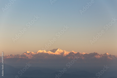 Foto op Aluminium Heuvel Kangchenjunga mountain in the morning with blue and orange sky that view from The Tiger Hill in winter at Tiger Hill, Darjeeling. India.