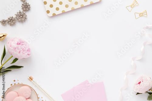 Feminine desk scene - hero image Fototapet