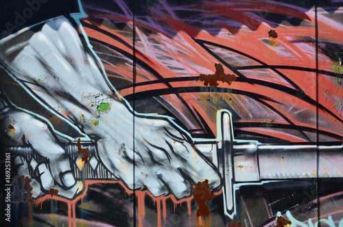 Zdjęcie XXL Stara ściana, malowana w kolorze graffiti rysująca czerwone farby w aerozolu. Obraz w tle na temat rysowania graffiti i sztuki ulicznej