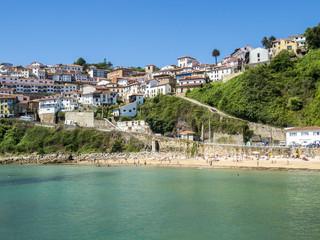 Vista de Lastres y su playa, Asturias,España