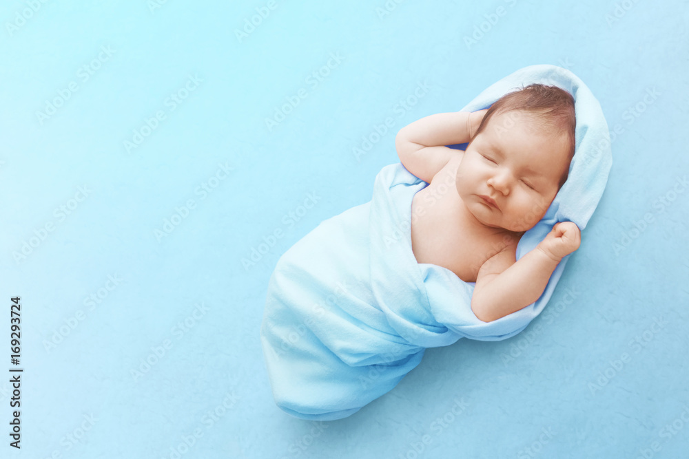 Photo  Newborn baby boy sleep on blue blanket
