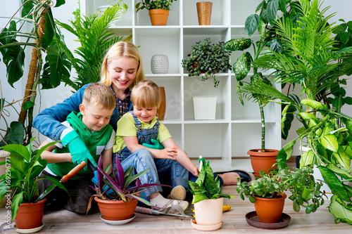 Poster Ecole de Danse Family gardening together